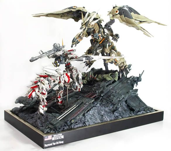 Gundam Unicorn Centaur vs. Dragon Kshatriya Ver-2 - Diorama Build   Modeled by alphaleo14   Thanks for hooking us up with your awesome buil...