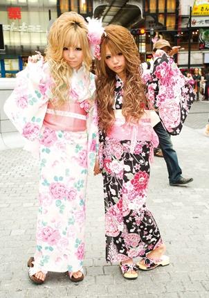 Gyaru wearing yukata