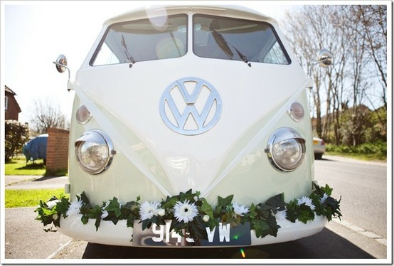 Omgsh...if I could find one of these I would deff drive away in this on my wedding day!!