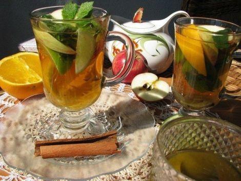 Когда на улице с каждым днем становится холоднее, тебя согреет чашка ароматного горячего чая. А вот каким будет этот чай – выбирай по вкусу.  1. Имбирный чай  Чай из имбиря обладает т...