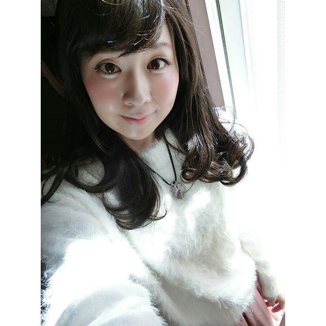 【sakupin39】さんのInstagramをピンしています。 《昨晩の雪は、真っ白の桜が吹雪いているような春らしさでした🌸春に降る雪は『エンジェルティアー(天使の涙)』👼❆折原みとさんの『エンジェル・ティアーが聴こえる』が読みたい📖😌 #桜 #桜吹雪 #雪 #春の雪 #エンジェルティアー #折原みと #写真好きな人と繋がりたい #天使の涙 #ファインダー越しの私の世界 #おはようございます #黒髪 #黒髪ロング  #黒髪女子 #スワロフスキー #ローリーズファーム #巻き髪  #アクセサリー #白いセーター #ハート #ハートのペンダント #cherryblossom #snow #showerofcherryblossom #angel #swarovski #lowrysfarm》
