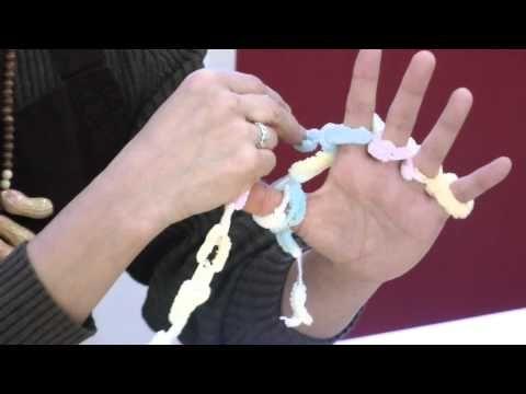 子どもと一緒に楽しめる編み物。〈指編み〉で作るあったかアイテム | キナリノ