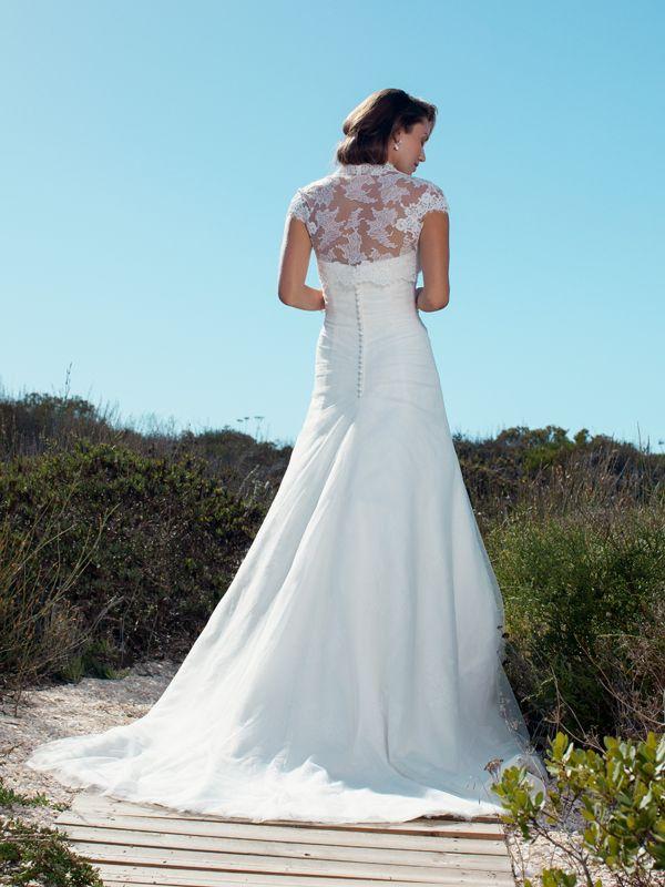 Prachtige trouwjurk van Marylise met een bijzondere rug.