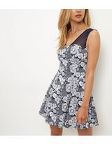 Blue Vanilla - Robe bleue à imprimé floral et empiècement en tulle | New Look