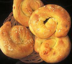 Τυροκουλούρες στο φούρνο θα χρειαστούμε για τη ζύμη: 1 κιλό αλεύρι για όλες τις χρήσεις 1 κουτ κοφτό ξηρή μαγιά νερό χλιαρό...