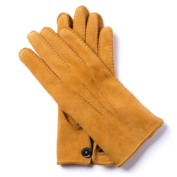 R.D.S.38 SILVER ARROWS COLLECTION This kind of gloves was worn by British driver Richard Seaman in 1938 when he won the German Grand Prix. The pronounced seams are proof that the luxury mocheto leather gloves are entirely hand made. The exclusive nature of the gloves is enhanced by the striking hand-sewn decorative stitching and cashmere lining.