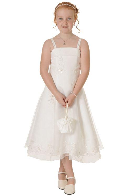 Mooie jurk met laagje organza.De rok is geborduurd met bloemen, op de bloemen zitten pailletjes. Zeer geschikt voor bruidsmeisjes en feestelijke gelegenheden.Gecombineerd met ivoorkleurige glitterschoenen.Productsamenstelling: 65% polyester 35% viscose €34,95