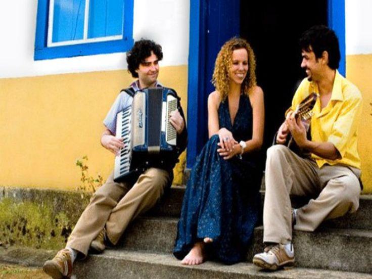 """De 2 a 30 de junho, o Museu da Casa Brasileira leva ao público mais uma edição do projeto """"Música no MCB"""", com os grupos Conversa Ribeira, Orquestra Pinheiros, Big Band da Santa, Speakin' Jazz Big Band e Gabriel Grossi."""