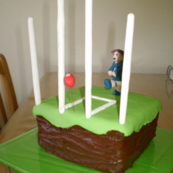 AFL cake idea that looks easy enough to make. famous last words. lol. football party tips and ideas.