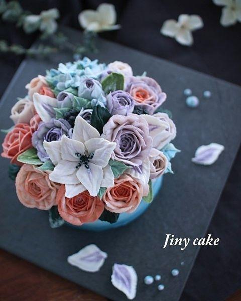 행복함😊💕 . . . 🔻주문문의.클래스문의는🔻  카카오톡: Jinycake  #지니케이크#jinycake#앙금플라워떡케이크#앙금플라워#앙금플라워케이크#떡케이크#앙금플라워클래스#구로앙금플라워#구로앙금플라워떡케이크#flowercake#flower#koreanflowercake#korea#신도림앙금플라워#beanpasteflowercake#koreaflowercake#cake#케이크#쌀베이킹클래스#신도림앙금플라워#가산디지털단지앙금플라워#크리스마스케익원데이#목동앙금플라워#크리스마스케익#신도림떡케이크#철산떡케이크#앙금플라워떡케이크클래스#신도림앙금플라워클래스#구로디지털단지앙금플라워#앙금플라워자격증