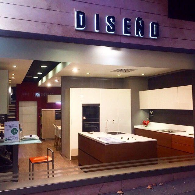 Si pasas por Alberto Aguilera y nos ves, pasa a saludarnos! #diseño #Hogar #cocinas #Exposición #cocinasmodernas