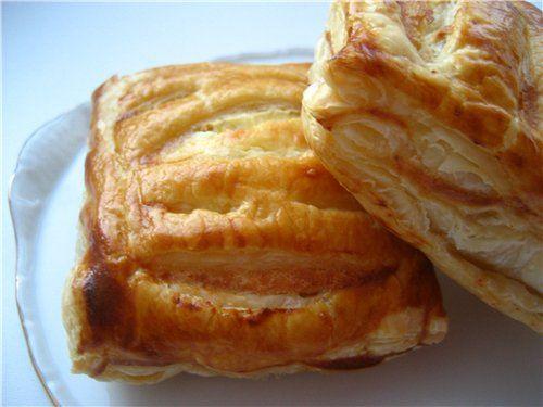 Пироги из слоёного дрожжевого теста с вареньем