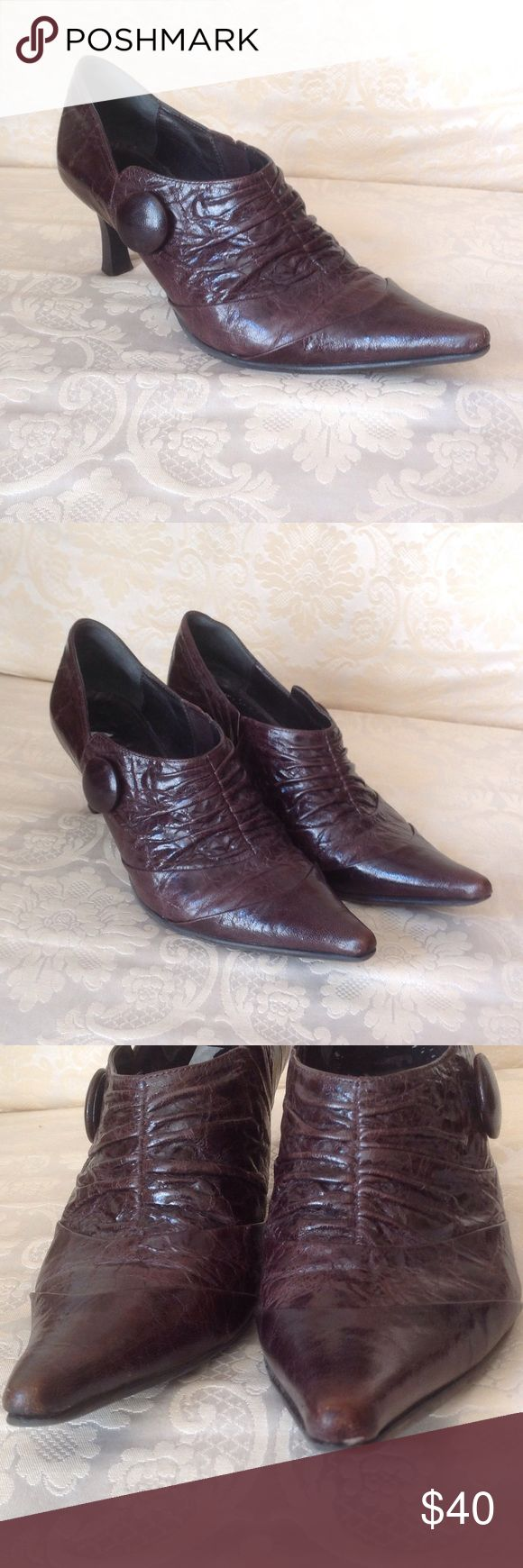 Fidji dark brown shoes In lightly worn condition. Leather looks great.        .            c fidji Shoes
