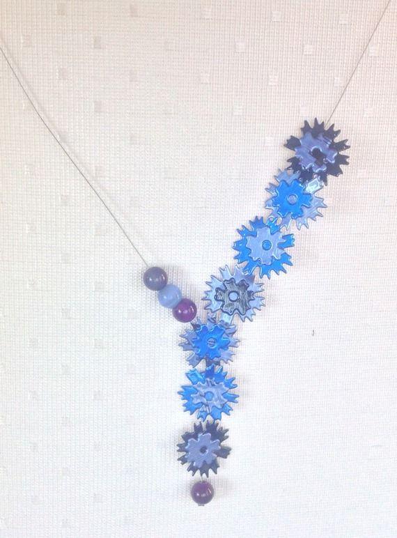 d5747237ed00 Collier cascades de fleur bleues, capsules de café et perles de verre  bleues Boutique transféré