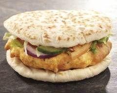 Burgers indiens au poulet, naan et raita (facile, rapide) - Une recette CuisineAZ