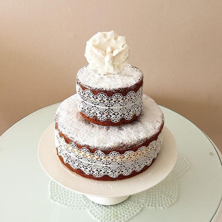 Naked cake com renda de açúcar para batizado #cake #nakedcake #boloscakel…