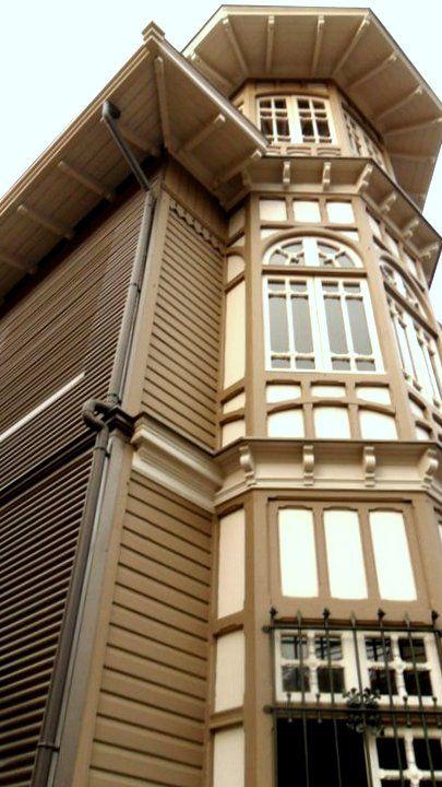 Av. Gran Bretaña. Valparaiso Chile 2011. #House #city #old #oriel