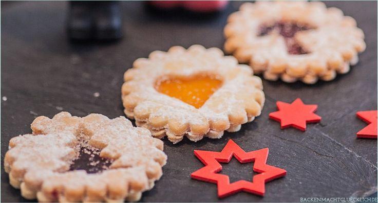 Dieses Spitzbuben-Rezept ist ein wunderbarer Klassiker der Weihnachtsbäckerei - und durch den gerührten Mürbteig auch perfekt für Backanfänger.