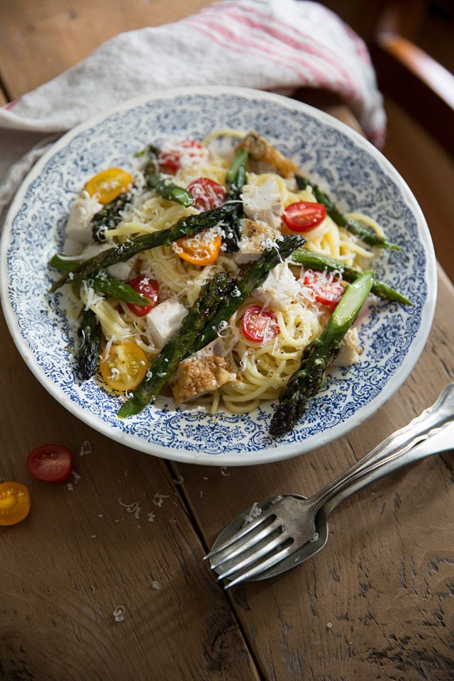 Pasta with roasted chicken and asparagus