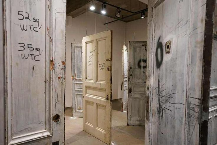 #NewYork's #ChelseaHotel celebrity door auction raises $400,000 #ProAuction #HappySaturday #HotelContents #Auctions