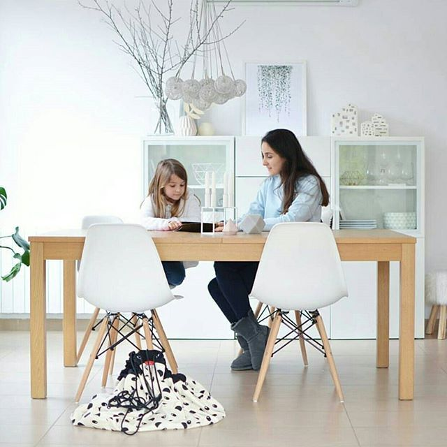 Mother and daughter moment, so pure and lovely to see this! #playandgo #designmom #pure #storagesolutions