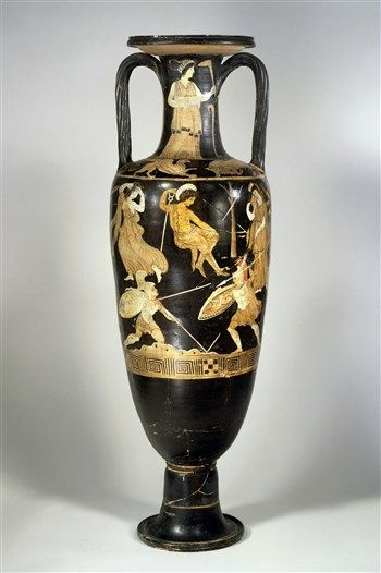 This big vase originated from Southern Italy, which was inhabited by Greek colonists in ancient times. A scene from the Trojan war is depicted on the amphora: The death of the brave warrior Memnon, who dies by the hands of another hero, Achilles. Want to know more about this myth? Click the image. (Dutch only)   Rijksmuseum van Oudheden