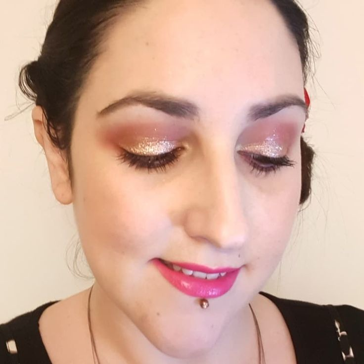 Happy New Year! Here's my New Years Eve #makeupoftheday using:  @lorealmakeup Infallible Matte foundation.  @benefitcosmeticsuk Hervana blusher.  @thebalm_cosmetics Mary Lou-Manizer highlighter.  @benefitcosmetics Gimme Brow.  @nablacosmetics Dreamy eyeshadow palette in the crease & outer corners.  @stilauk Magnificent Metals Glitter and Glow Liquid Eyeshadow in Rose Gold Retro on the lid.  @maccosmetics Men Love Mystery lipstick. . . . . . . #newyearseve #gimmebrow #macmenlovemystery…