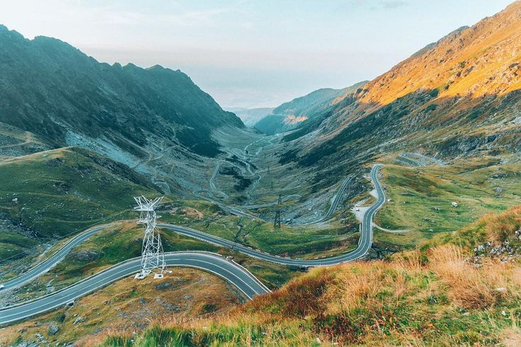 This is the world's best road according to Top Gear. I can see why Jeremy Clarkson got all excited while driving his Aston Martin on the Transfagarasan. This mountain road passes over the Fagaras mountains at 2000 metres. Hope you can experience its steep curves one day  #havesomecolor #romaniamagica