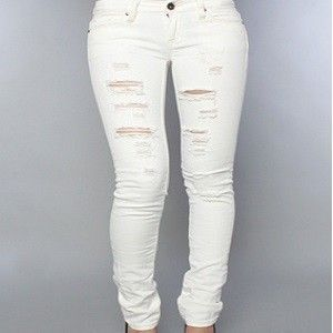 6 Hot and Trendy Ripped Jeans for Women