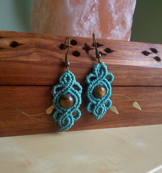 pendientes románticos en macramé azules con por TribalMacrame