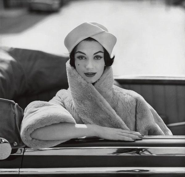 desbricoles:  Simone d'Aillencourt in Pelz-Maier coat, 1950 | Photo: F.C. Gundlach