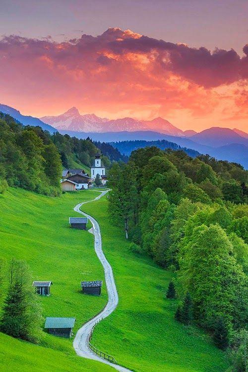 Garmisch Partenkirchen, Bayern.  Den passenden Koffer für eure Reise findet ihr bei uns: https://www.profibag.de/reisegepaeck/