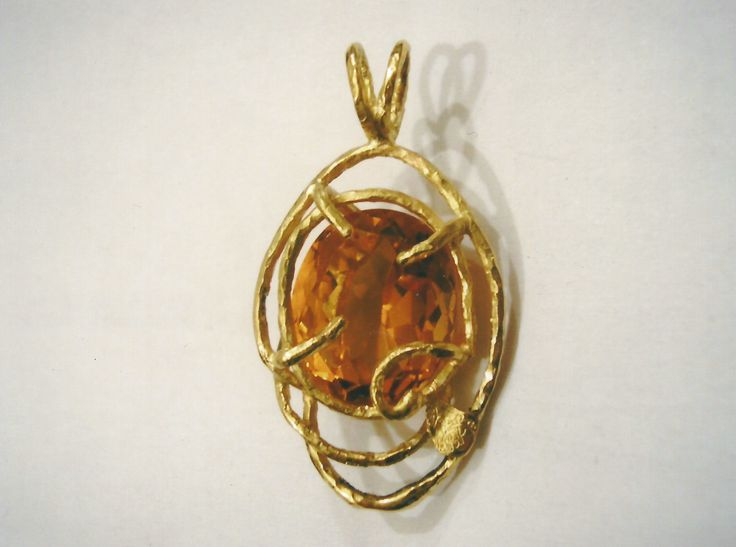 Ciondolo in oro giallo con quarzo - Yellow gold pendant with quartz