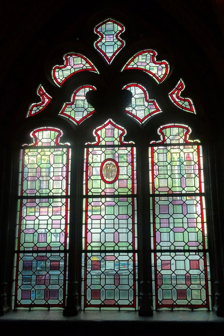 Luik/België - Kathedraal St. Paul. Een raam uit de kloosteromgang. Foto: G.J. Koppenaal - 1/11/2016.