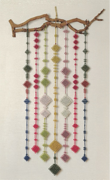 Korean Traditional Knots (aka Maedeup) illustrate the aesthetics of balance and symetry. 한국의美-전통매듭 배워보기 :: 네이버 블로그