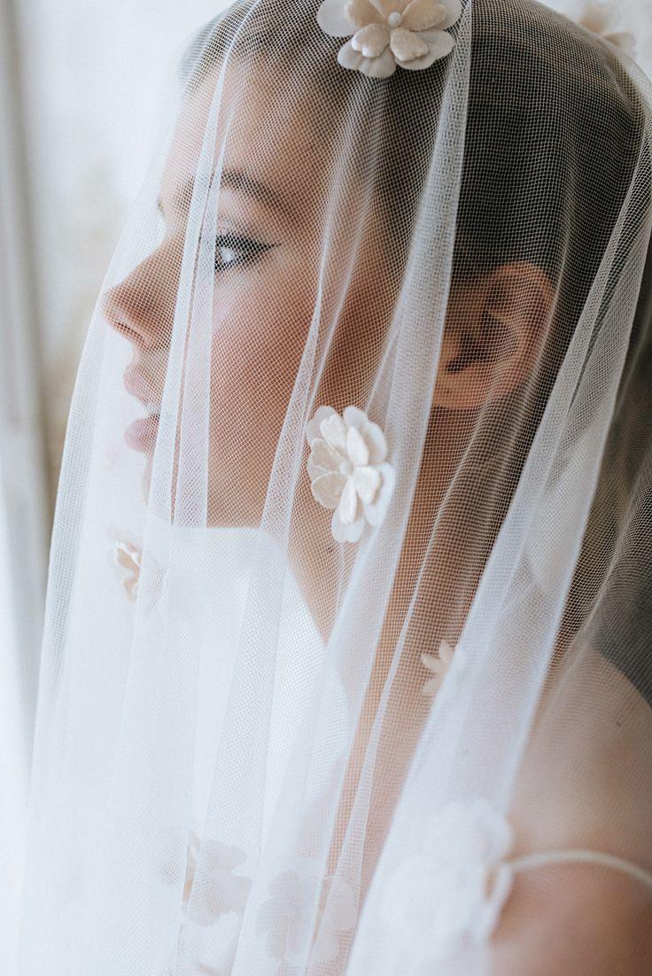 Steeds meer zie ik bruidsparen die van tradities af komen en een bruiloft creëren ...