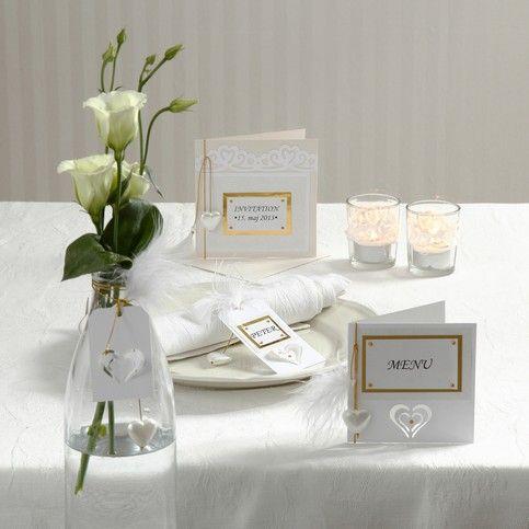 Inbjudan och kort med utstansade dekorationer