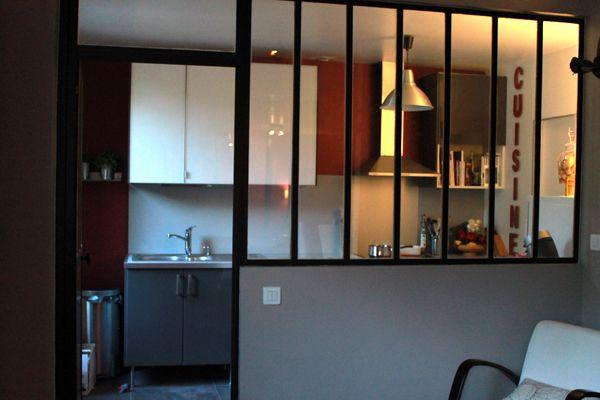 couleur : verrière noire sur murs gris