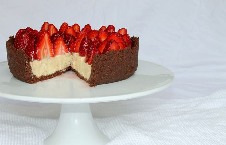 White chocolate and berry cheesecake from www.chelseawinter.co.nz