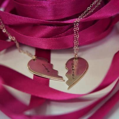 Gebrochenes Herz Kette mit Gravur aus 925er Silber €29.95