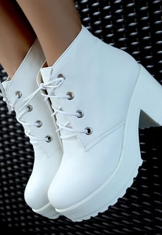 NEW WHITE LEATHER PLATFORM LACED BOOTS...prestige