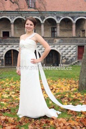 Smetanové svatební šaty velikost XS 32-34. Ceny na www.svatebninella.cz   #svatebníšaty, #bíléšaty, #svatební #šaty, #půjčovnašatů, Svatební studio Nella, Česká Lípa