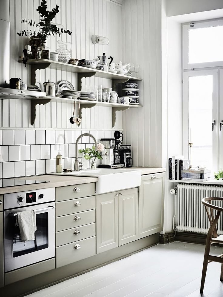 Light grey kitchen with a touch of rustic romance in a home in Göteborg, Sweden. The wall color is Light Grey no. 17 from UK paint manufacturer Farrow & Ball.