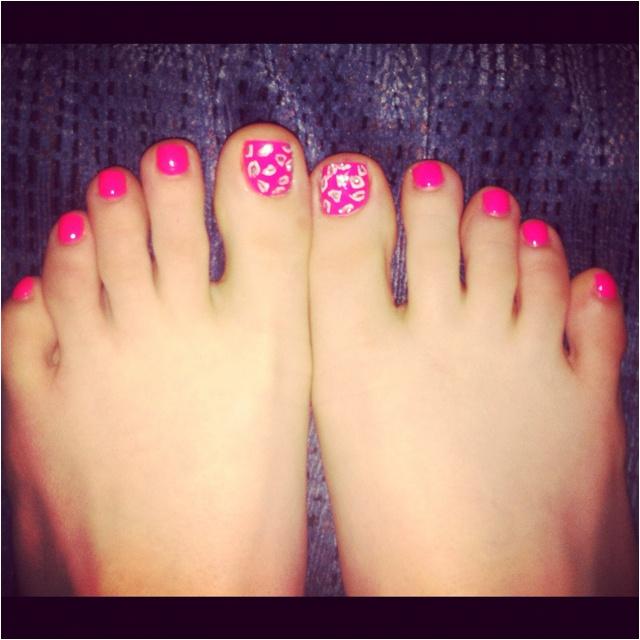 Leopard toe nails :)