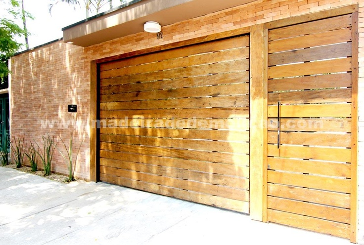 Portão de Garagem feito em madeira de demolição - www.madeiradedemolicao.com