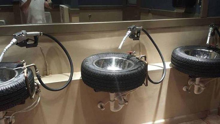 Tankstation toilet