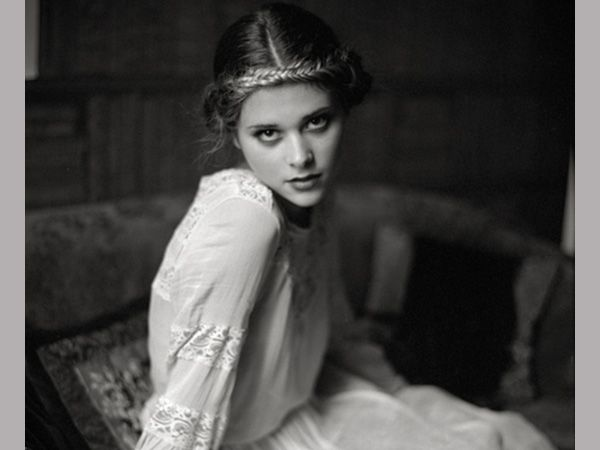 -Braids Galore- Long hair tied in a braid is nothing new. A braided hair band makes it an extraordinary Edwardian hairstyle.