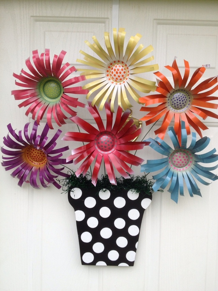 Flowers Made From Aluminum Cans: Hangers Upcycled, Flowers Bouquets, Fun Doors, Hanging Hangers, Spring Colors, Cindy Lou, Metals Flowers, Upcycled Recycled, Recycled Metals