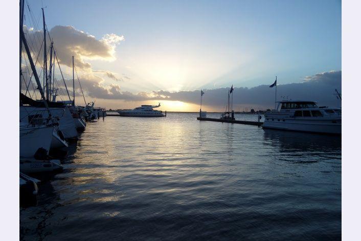 Zonsopkomst bij de haven Delta Marina aan het Veerse Meer