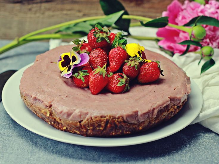 Przepyszne, proste w przygotowaniu zdrowe ciasto! Bezglutenowe, naturalnie słodzone i wegańskie. Polecamy nasz truskawkowy bezsernik albo jagielnik!